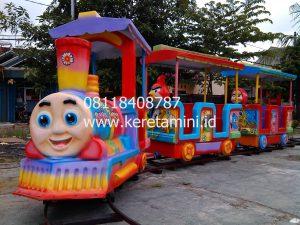Kereta Rel Pasar Malam KMI