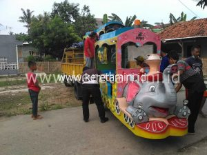 kereta motor model gajah