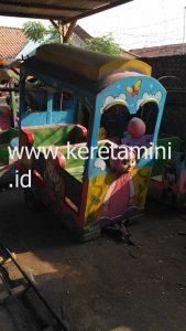 kereta motor kepala gajah